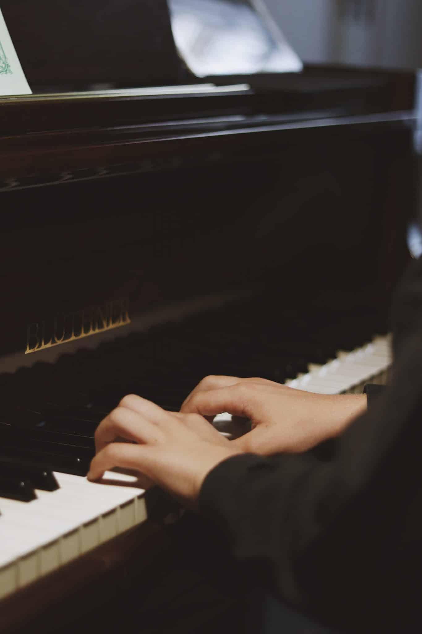 escola musica piano